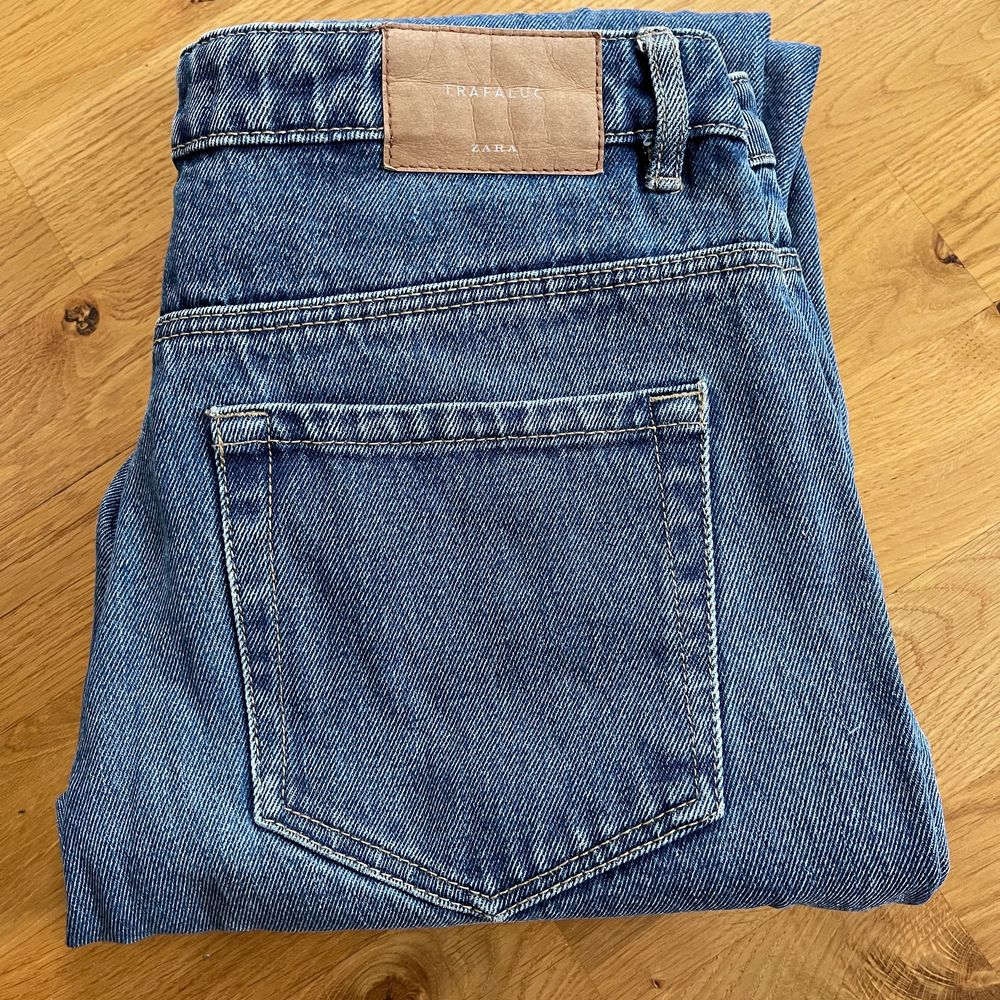 Mom jeans från Zara.. Jeans & Byxor.