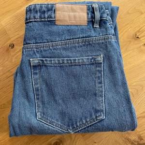 Mom jeans från Zara.