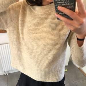 Underbar stickad tröja, så skönt material är från Vero Moda. Men säljer då jag behöver pengarna. Frakten ligger på 50kr!😊