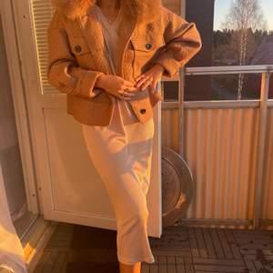 Hej! Söker en helt oanvänd så fin stickad klänning från Zara, magisk! Perfekt nu till höst och vinter ❤️ Men fin sena sommar/vårkvällar också 🥰 Fin med stickad tröja över 😍