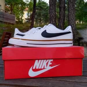 Oanvända Nikeskor i storlek 38, nypris 550 kr, säljer för 500
