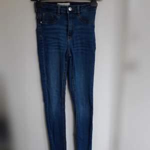 Jeans från Gina tricot stl S. Använd fåtal gånger. Nyskick :)