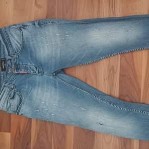 Dsquared2 jeans köpta för ungefär ett år sedan i storlek 31 däremot saknas kvitto därav priset