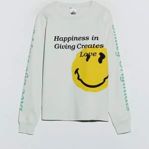 säljer denna smiley sweatshirten från Zara i stl s, den är slutsåld på hemsidan💕