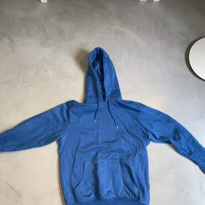Blå hoodie från carlings i storlek S. Svart zip hoodie lik Nike tech fleece i storlek s. Grå zip hoodie från champion. Säljer billigt, pris är diskuterbart.
