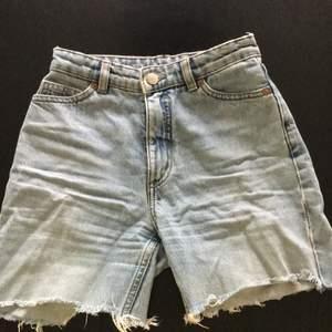 Jättefina shorts som jag själv klippt! Älskade dessa innan dem blev för små :(