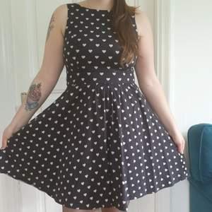 Svart Lady Vintage Klänning med Hjärtan storlek 12