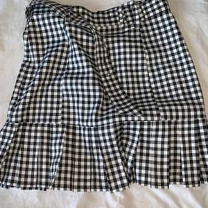 Jättefin kjol från nakd! Används inte och därav säljer jag den! Nyskick! 🌟