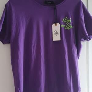 Oanvänd t-shirt storlek M