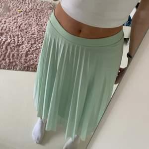 Så fin plisserad lång/mid kjol från berskha💕