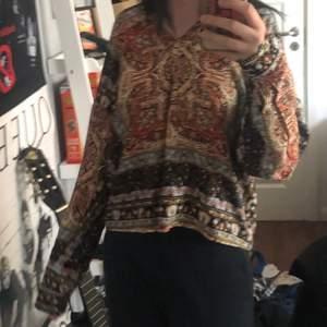 Fett gullig tröja med hippie vibes