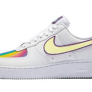 INTRESSEKOLL! 💛 Funderar på att sälja dessa otroligt unika och söta skorna, tänkte kolla om någon är intresserad? Otroligt bra skick!!! Kommer lägga upp mer egna bilder om folk är intresserade :) (Skulle säga att dom är mellan storlek 36 och 37)