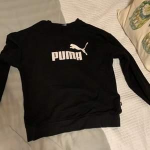En svart puma sweatshirt. Aldrig använd. Säljes då jag har två likadana.
