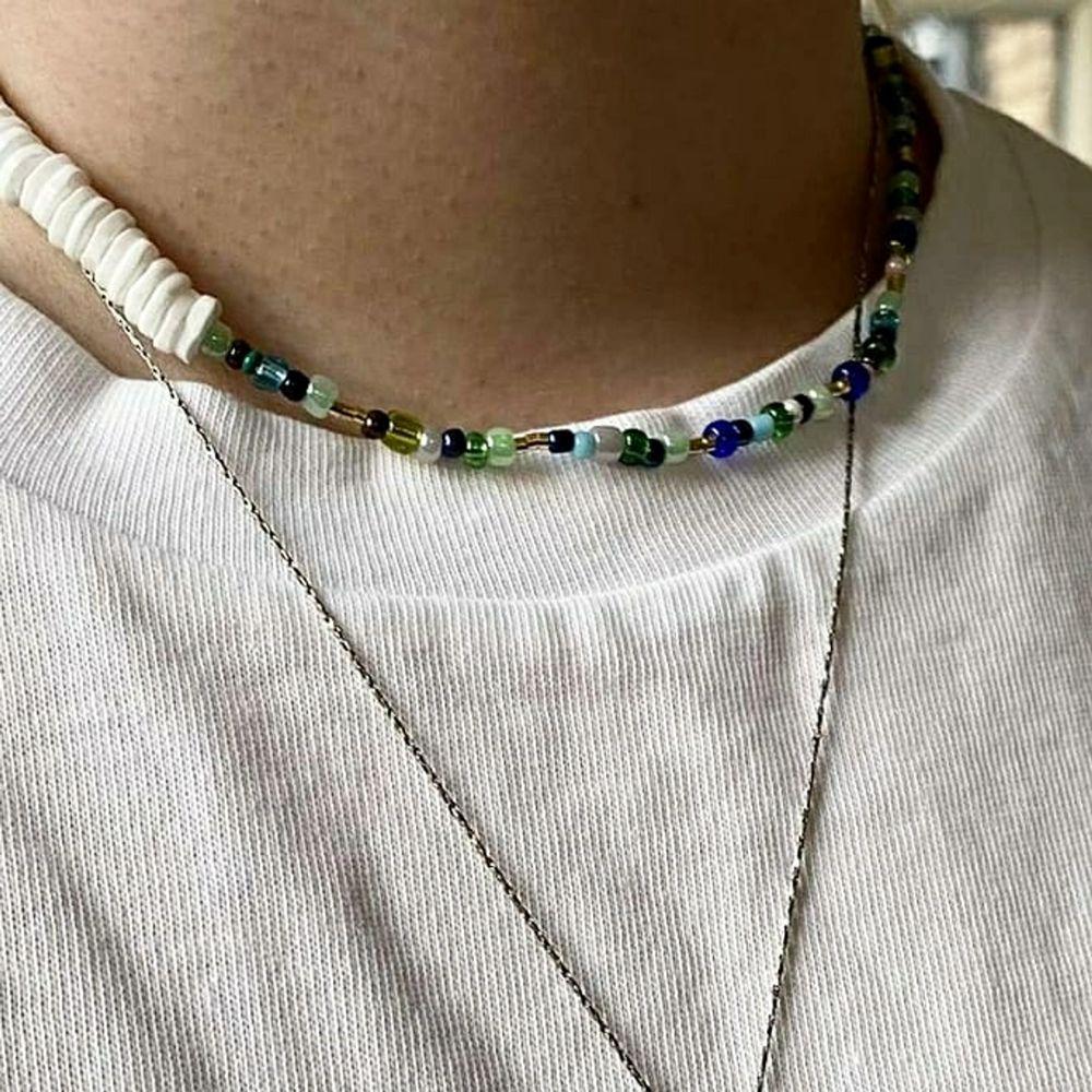 Egengjort halsband med elastiskt band, perfekt till sommaren! ☀️                                                              Det går att få i annan färg om önskas! 😋🥰. Accessoarer.
