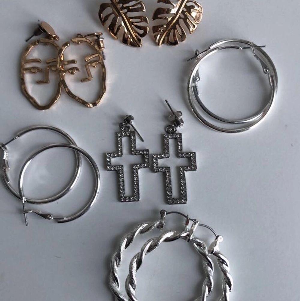 6 st oanvända örhängen både i guld och silver, Alla 6 st för 80kr + frakt, om man ska ha ett par kostar det 20kr + frakt, betalning sker via swish💕💕. Accessoarer.