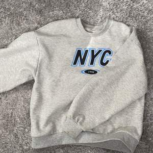 Overzized Sweatshirt från Gina Tricot. Fint skick.