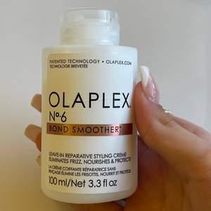 Säljer en ny Olaplex no 6. Man tar lite av denna kräm i håret efter att man duschat. Den eliminerar frizz, återfuktar håret, minskar fönetiden, du får snyggt glans i håret mm. Den är 100% äkta och på kicks.
