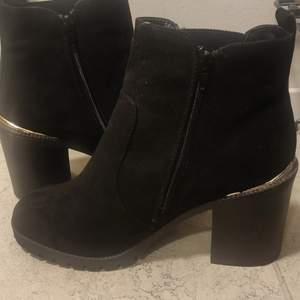 Never used black NewLook boots, size 40. Zipper on the side.