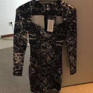 Helt ny klänning, strl xs