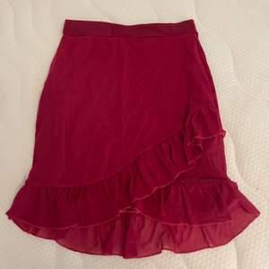Fin och oanvänd kjol från Nelly. Frakt tillkommer