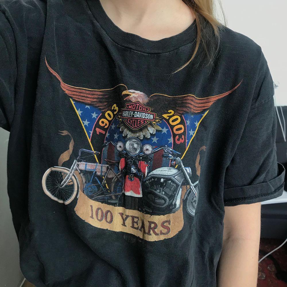 T-shirt från Harley Davidson! Köpt 2hand och är i vintage-skick! Väldigt skönt och passar de flesta storlekar . T-shirts.