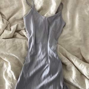 Fin blå/grå klänning,  tajt och sitter superfint💕💕