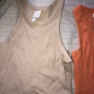 Två knappt använda linnen, båda i storlek XS, det beigea är från H&M och det i orange från Gina, båda för 140kr med frakt