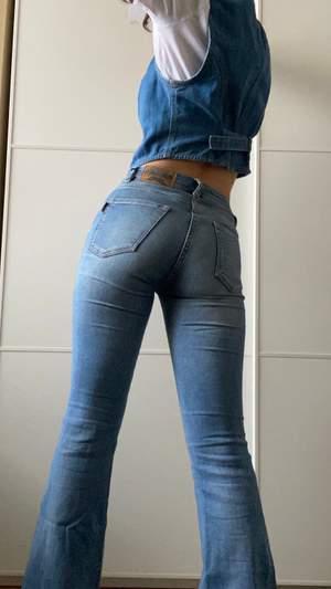 Jeans från crocker med mellan hög midja,