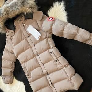 Hej! Säljer denna helt nya canada goose jacka för bra pris. Den är helt ny och varm och bekväm.
