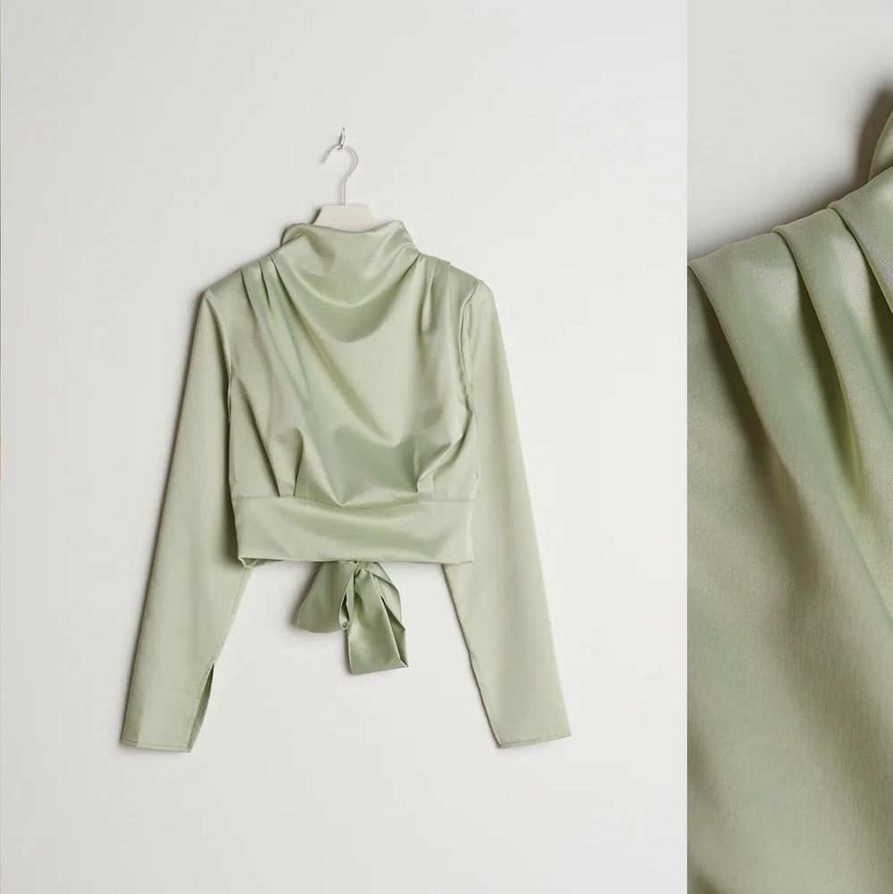 Säljer denna fina blus från GinaTricot. säljer pga att den var för stor så den är aldrig använd💗. Blusar.