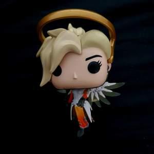 Mercy från Overwatch. Obs! Staven är sönder annars bra skick