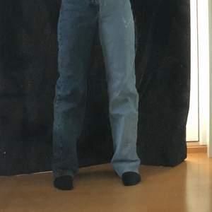 Super fina tvåfärgade Jens i en rak modell💗de är köpta från Pull&Bear i storleken 32💓💓
