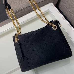 Säljer denna louis Vuitton väska. Hämtas i Norrköping eller fraktas, vid frakt står du för frakt summan.