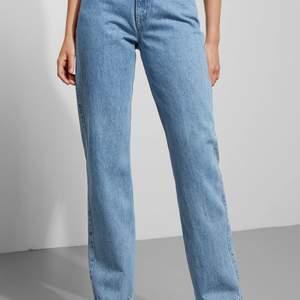 Jeans ifrån Weekday i färgen Sky Blue. Säljes pågrund av att de är för små. Storlek 25/30. Nypris 500kr. Pris kan diskuteras. (Står inte för frakten)