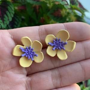 blommor Örhängen , i nyskick, S925 ❤️ 60kr/par eller 165kr för 3 par, inklusive frakt ‼️🚀följ min Instagram för 2kr rabatt 😉