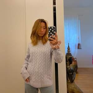 säljer denna tröja från hm i stl xs men passar även M och L då den kan stretchas ut en aning. Inga defekter och är knappt använd o är i nyskick. Om fler blir intresserade blir de budgivning!! Buda från 200+ frakt eller köp direkt för 350+ frakt eller möts upp i Göteborg!