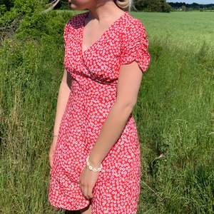 Söt blommig klänning från Chiquelle, använd fåtal gånger