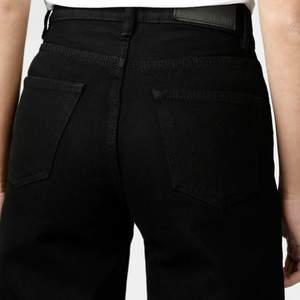 (Lånade bilder från junkyards egna hemsida, då jag inte har några egna bilder) säljer då mina Junkyard wide leg då dom har blivit förtajta har storlek 36,38 i jeans & dom är storlek 27 men passar som 34. Köpta för 500 men säljer för 200+frakt.
