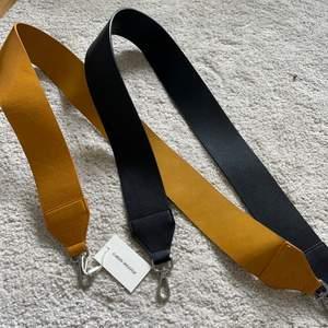 Remmar/axelband att sätta på handväskan, snygg detalj som höjer outfiten! Supersnygga och helt oanvända. Prislapp kvar på den gula. Från märket Carin wester! ( ONESIZE)  säljer båda två för 100kr!!
