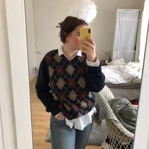 Stickad tröja från Murrey st L. Jag är vanligtvis st S.  50kr🧚☺️