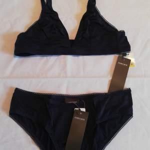Helt nya underkläder från Pieces. Finns i blått, rött och svart. Har flera storlekar, skicka ett meddelande eller kommentera nedan så kikar jag vad som finns. 30 kr per del.