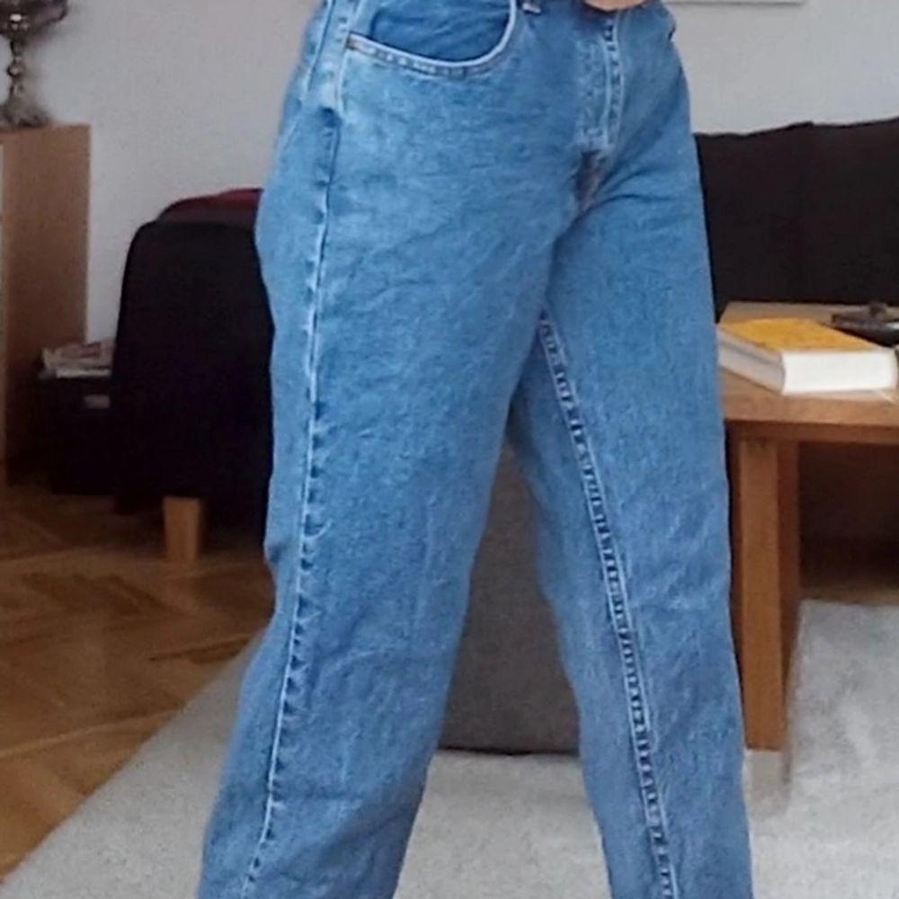 Ett par fina blåa som jeans från open trail🧡. Jeans & Byxor.