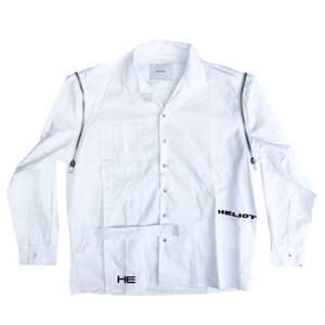 Säljer denna skjorta från Heliot Emil. Sönder vid öppningen men går att lappa om, därav priset (se bild nr.2)🤍🤍