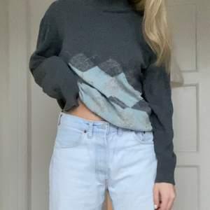 Jättefin stickad tröja! Storlek L, men jag som är en s kan ha den 💞 frakt tillkommer!