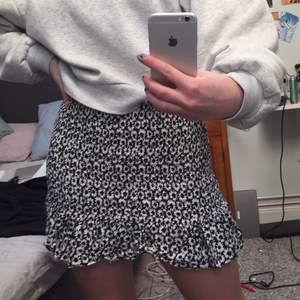 Jätte söt kjol som är perfekt nu för sommaren. Köpare står för frakt