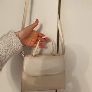 Säljer denna fina väska från NAKD, säljer den för 150kr