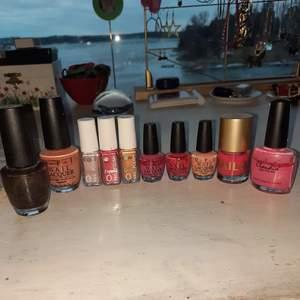 Alla nagellacken är använda/testade men i väldigt bra skick! 100 kr för alla eller depend-10kr styck, opi 15 kr för en liten och 30 för en stor och 10 kr för de 2 rosa till höger tsm💗