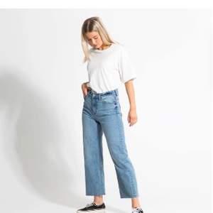 Utsvängda byxor från lager 157 super fin och i nytt skick använt en gång  i somras köpt för 300 men säljer för 100kr🤍🤍