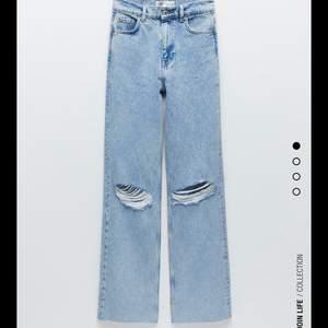 Storlek 40 och jag har vanligtvis storlek 36 men jag sökte efter ett par baggy jeans. Älskar de men har inte plats i garderoben :(