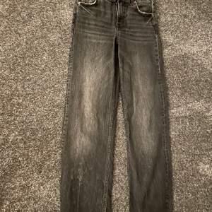 Snyggaste jeansen från zara sitter som en smäck och är jätte sköna. Dessa är endast använda 3-4 gånger då jag har 2 likadana.